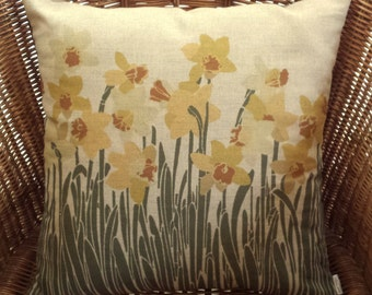 Daffodil Cushion Cover, decorative daffodil pillow, linen daffodil fabric, Welsh national flowers, springtime flower cushion