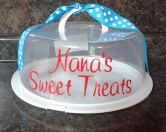 Plastic cake carrier with a Nana's Sweet Treats or Grandma or Mimi in your choice of vinyl. Makes great gifts
