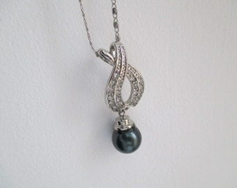 Vintage Black Pearl Round White Rhinestones Pendant Necklace Silver Plated Chain