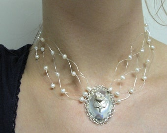 Weddingnecklace made of silver and real pearls.