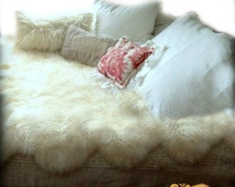 Fur Accents Faux Fur Bedspread / Off White Scalloped Edges