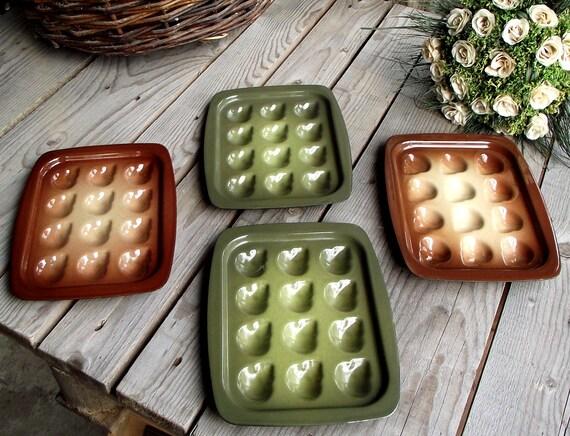 assiettes escargots en m tal emaill lot de 4 vert et. Black Bedroom Furniture Sets. Home Design Ideas