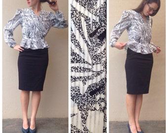 Vintage // BLACK & WHITE wrap around blouse // ruffle detail below waist // Size small //