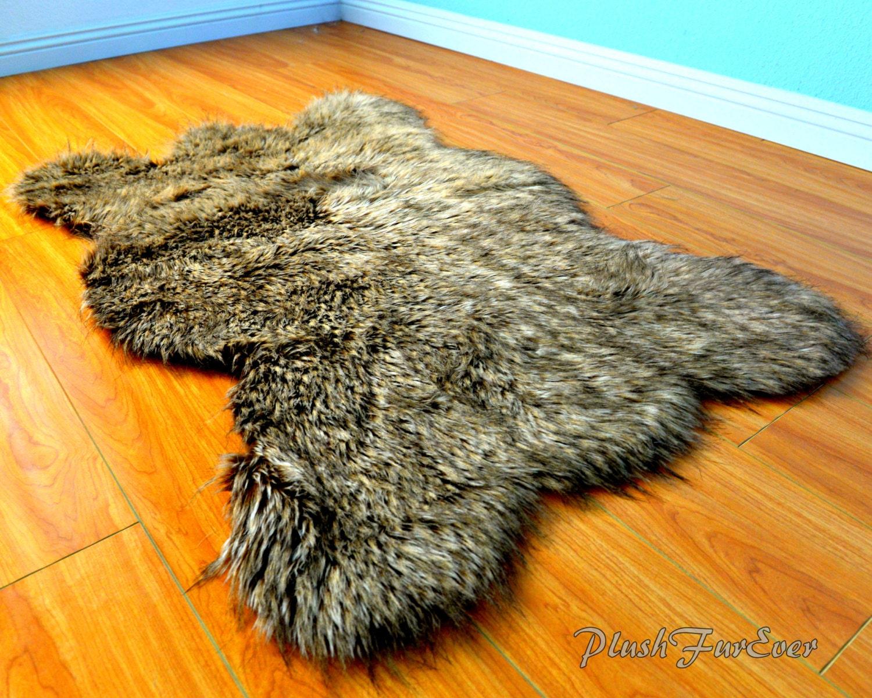 moyenne de wolf faux fourrure peau d 39 ours grizzly bear. Black Bedroom Furniture Sets. Home Design Ideas