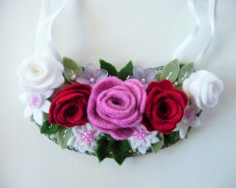 Felt Flower Necklace / Felt Floral Necklace / Flower Bib Necklace / Flower Statement Necklace / Felt Jewelry / Flower Jewelry / Felt Roses