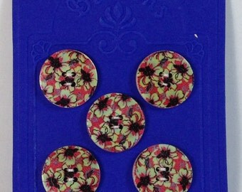 5 Buttons in wood 25mm fantasy flowers green and fucsia.