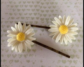 Daisy hair slides, pretty flower hair clips on antique bronze look slides, plastic white and yellow daisy hair accessories. Daisy hair clips