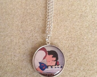 Snow White Kiss Necklace