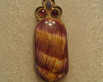Spiny Oyster Cabochon Pendent with 3 semi-precios stones.
