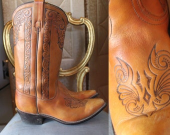Vintage 1970s ACME Natural Tan Tooled Leather Western Cowboy Boots BOHO 6.5