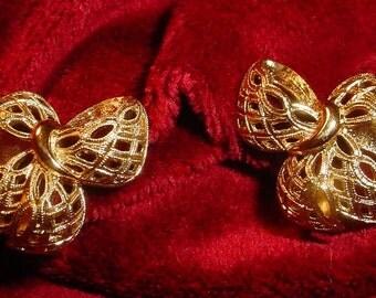 Monet Gold Filigree Bow Earrings