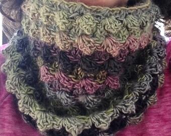 Handmade multicolored cowl, crochet cowl scarf, variegated cowl scarf, crochet cowl, chunky scarf, infinity scarf, multicolor neckwarmer