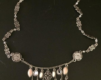 Adjustable necklace with dangles