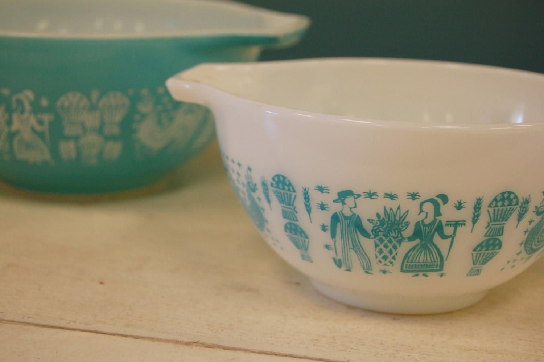 Vintage Set Of 2 Pyrex Blue Turquoise White Mixing Bowls