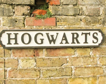 Harry Potter - Hogwarts hand-painted wooden sign