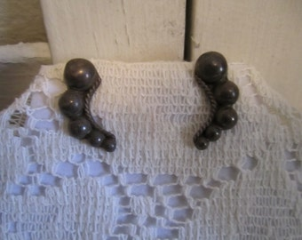Vintage screw back Silver earrings