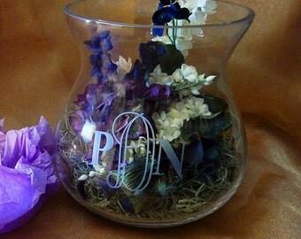 Monogrammed Daisy Vase, Flower vase, Personalized Vase, Personalized Glassware, Home Decor, Custom vase, Custom Glass, Etched Vase (CS650)