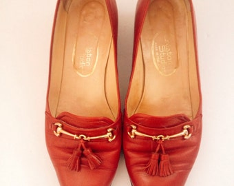 Vintage leather loafers,shoes in a light red with pom-pom