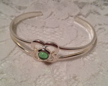 Silver Tone Simple Cuff Bracelet, Peridot Green Glass in Center of Four Leaf Clover Design, Looks Sized For Small Wrist.