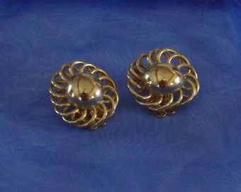 On sale! Vintage Signed Coro Button Earrings