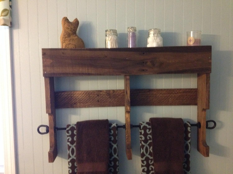reclaimed pallet wood towel rack shelf by farmgatedesigns on etsy. Black Bedroom Furniture Sets. Home Design Ideas