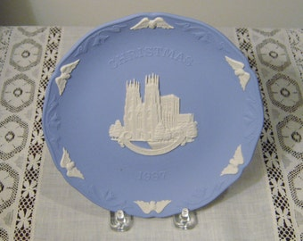 Wedgwood 1987 Christmas Plate Depicting York Minster