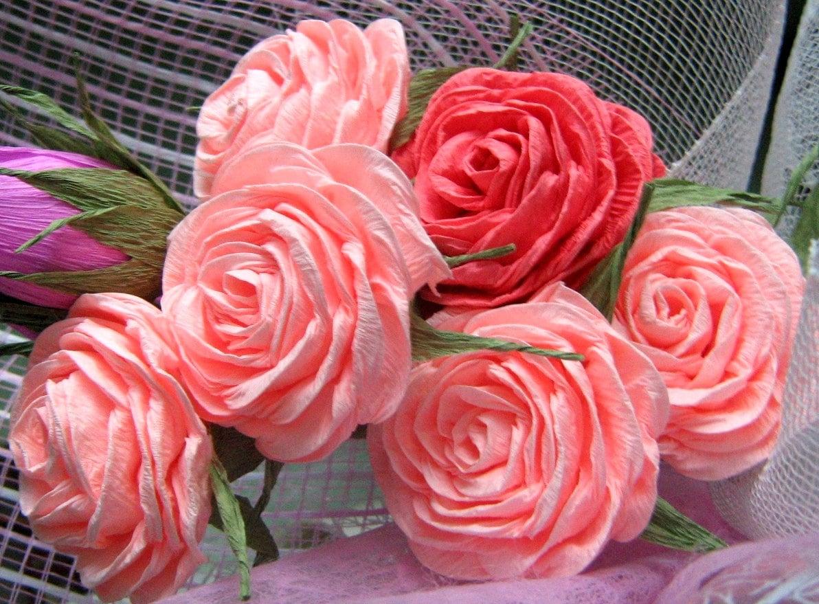 6 roses de fleurs de papier cr pon avec poign e ma tresse. Black Bedroom Furniture Sets. Home Design Ideas