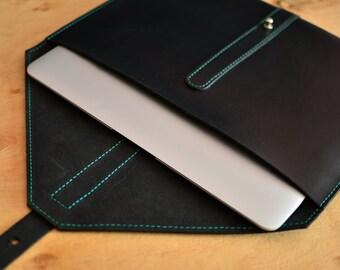 Etui en cuir noir. Manchon en cuir MacBook. Portefeuille en cuir noir. Pochette en cuir noir. Coque MacBook. Étui en cuir pour ordinateur portable. Étui pour ordinateur portable