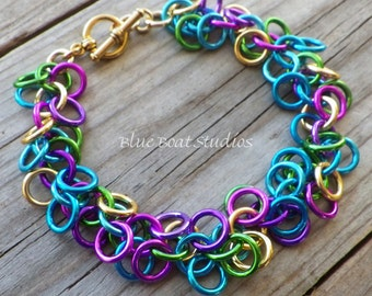 Colorful chain maille bracelet; shaggy loops bracelet; chainmaille jewelry; chainmaille bracelet