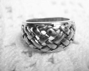 Vintage Sterling size 6 Basket Weave Ring Signed Hallmark