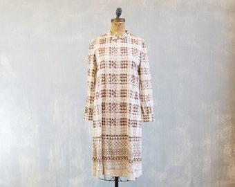 vintage mod dress / 60s 70s ivory and brown dress / houndstooth Print / boxy A-line minimal dress / silky poly knit