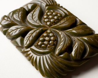 Bakelite Deep-carved pierced Rectangular Brooch, spinach green grape clusters, 1930s/40s