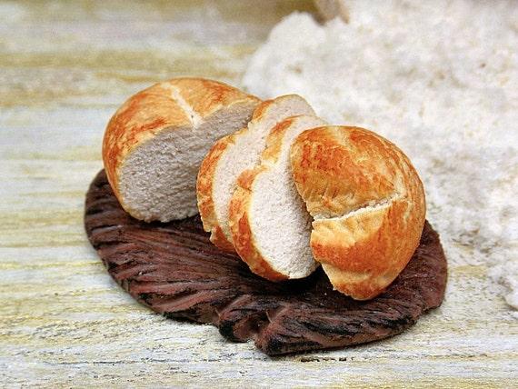 Casa delle bambole 1.12, miniatura pane, cibo in pasta polimerica su ...