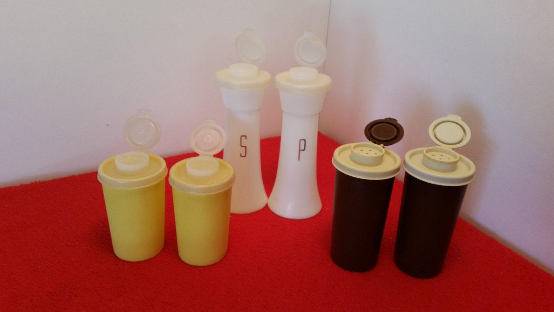Tupperware vintage salt and pepper shakers brown by for Vintage tupperware salt and pepper shakers