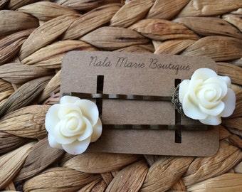 White Vintage Resin Flower Bobby Pins
