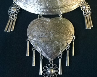 Vintage statement Necklace Hippie Ethnic tribal silver Metal Flower Engraved Heart Shape Tiered collar