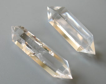 Raw natural rock crystal quartz point loose stone double point rough clear quartz point prism stone healing crystal 1319