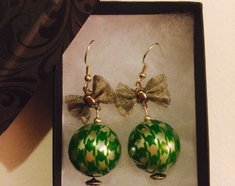 Green Houndstooth Pearl with Bow Dangle Earrings