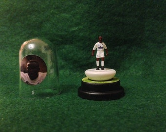 Tony Yeboah (Leeds Utd) - Hand-painted Subbuteo figure housed in plastic dome.