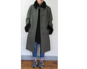 Thick gray and black coat size 38 40 42 Vintage