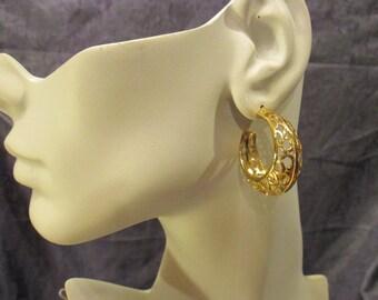 Beautiful Filigree Style Pierced Gold-tone Hoop Earrings. E818399