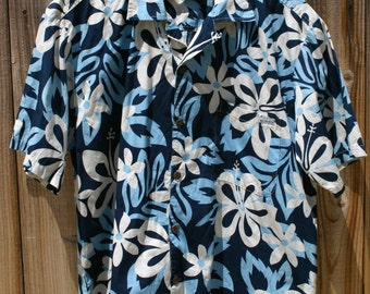 Size XL Town & Country Surf Design Aloha Hawaiian Shirt Made In USA Hawaii Very Well Made Great Look Spring Summer Surf Beach Shirt!!