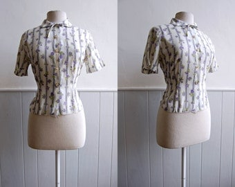 ON SALE - 1950s White Blouse with Purple Buds // Short Sleeve