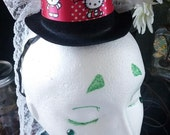 Hello Kitty Mini Hat with White Feathers and Lace