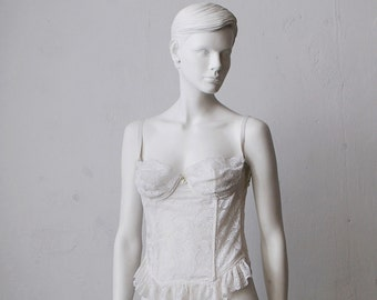 SALE...70s 80s white lace bustier. bridal lingerie - medium, C or D cup