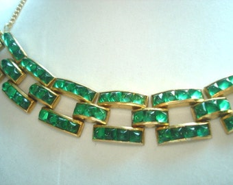 Vintage Jewelry Green Glass  Necklace Gold Tone