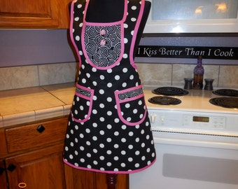Womans full apron, black, white, polka dots, hot pink, halter top, bibbed, spunky, MATCHING POT HOLDER, , hand  made by Jewellgem