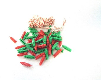 1960s Christmas Card Display Clothesline - Red and Green Pine Cone Clothespins