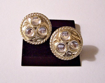 Rope Edge Discs Clip On Earrings Gold Tone Vintage Clear Lucite Accent Beads Hammered Pebbled Textured Buttons