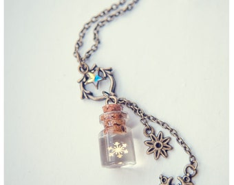 Golden Snowflake glass Bottle Necklace. snowflake necklace. miniature Bottle Pendant Cute Necklace Christmas necklace vial, gift for her